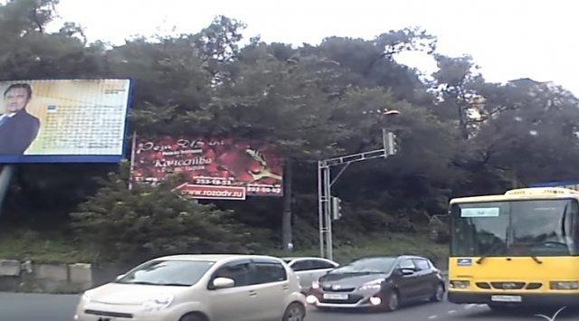 Шофёр маршрутки воВладивостоке ответит заопасный маневр