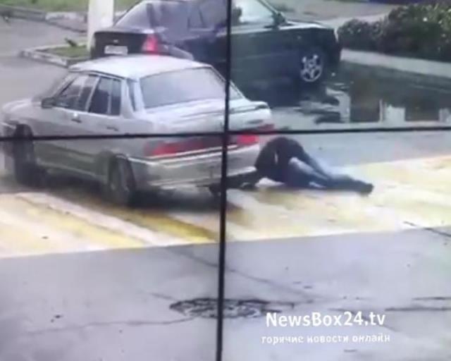 ВТихорецке после потасовки наперекрестке машина два раза сбила мужчину